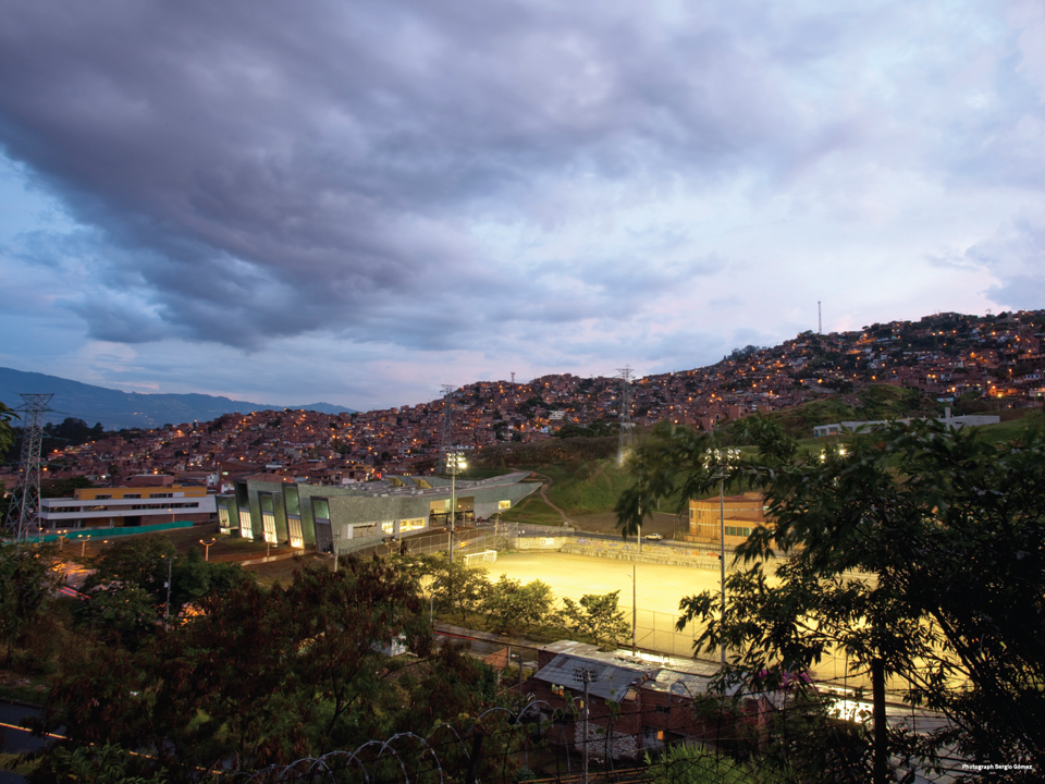 La Independencia School by +UdeB Arquitectos. Photo by Sergio Gomez.